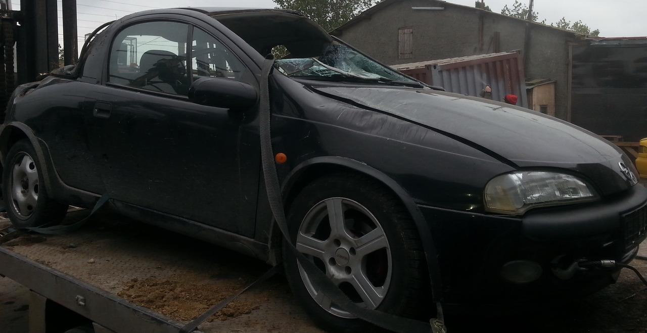 Dezmembrez Opel Tigra A Coupe an fabr. 1995, 1.6i