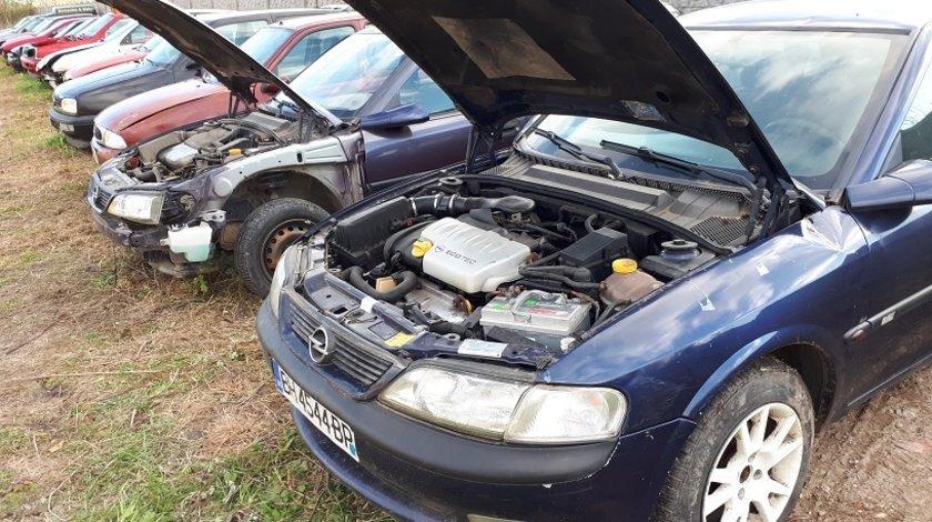 Dezmembrez Opel Vectra B 1,8 -16v