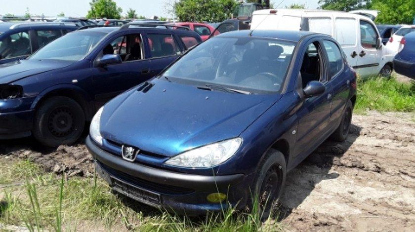 Dezmembrez Peugeot 206, an 2005, motorizare 1.4 16V
