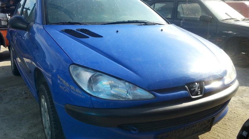 Dezmembrez Peugeot 206 an fabr. 1999, 1.1i