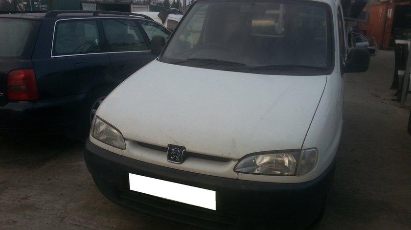 Dezmembrez Peugeot Partner an fabr. 2002, 1.9D