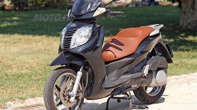 Dezmembrez,Piese Malaguti Password 250 cm Motor Yamaha Acte Italia