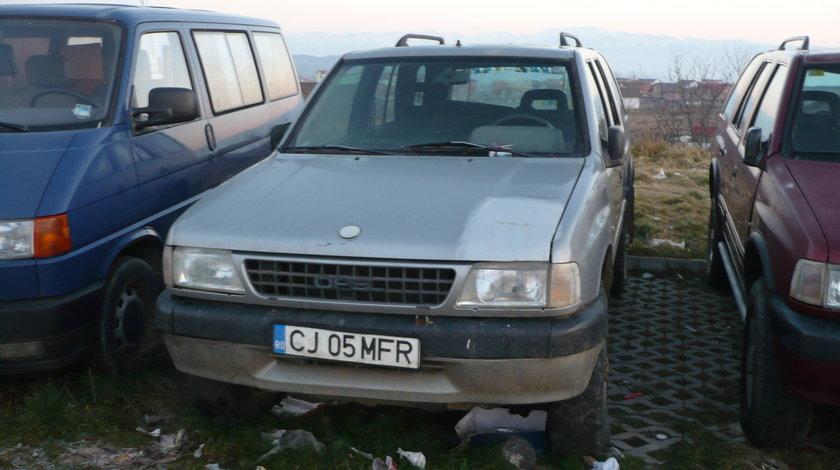 Dezmembrez,Piese Opel Frontera A 2000 benzina 4 usi