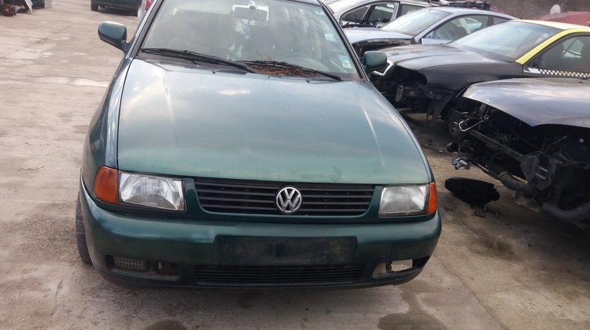 Dezmembrez,Piese VW Polo Variant Verde 1.6 Benzina  1999