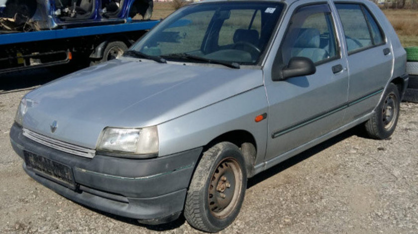 Dezmembrez Renault Clio 1992 hatchback 1870