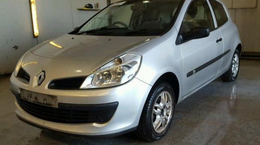 Dezmembrez Renault Clio 3, 1.2benzina 2007