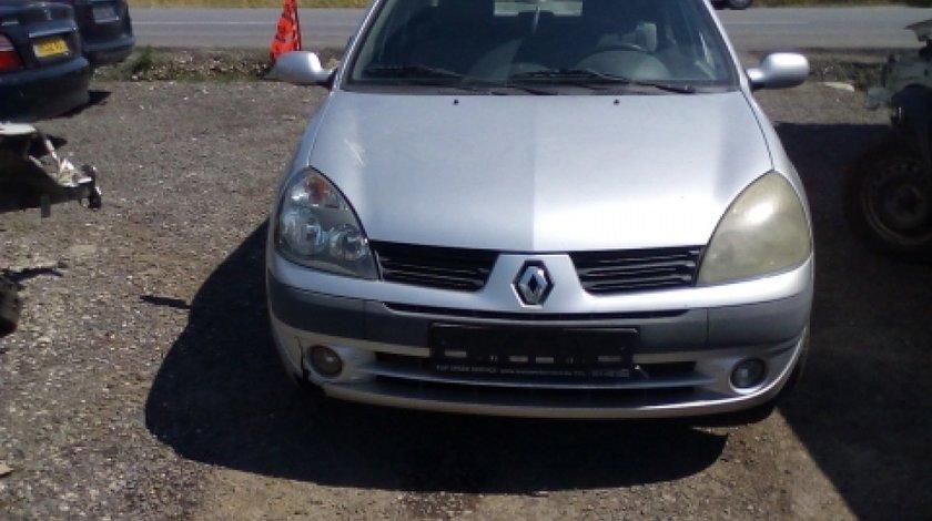 Dezmembrez Renault  Clio II, an 2005, motorizare 1.5