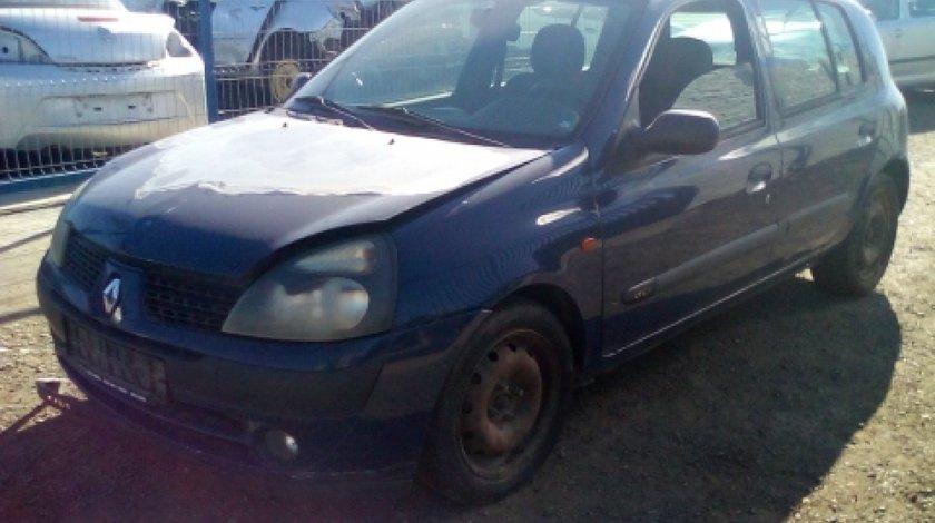 Dezmembrez Renault Clio II Caroserie, an 2004, motorizare 1.5 DCI