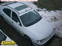 Dezmembrez Renault Megane 1 an 1996 motor 1 6 benzina