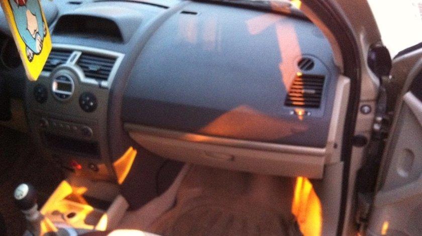 Dezmembrez renault megane 2 sedan facelift 1.9 dci 131 cai euro 4