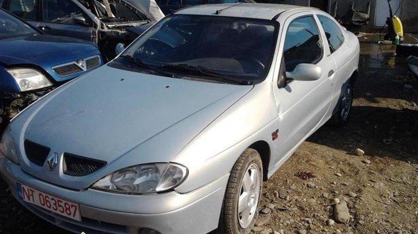 Dezmembrez Renault Megane coupe 1 9dci An 2000