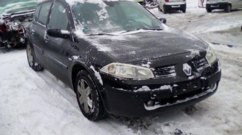 Dezmembrez Renault Megane II, an 2004, motorizare 1.6 16V