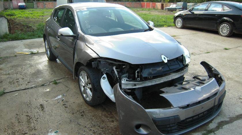 Dezmembrez RENAULT MEGANE III 2010 hatchback