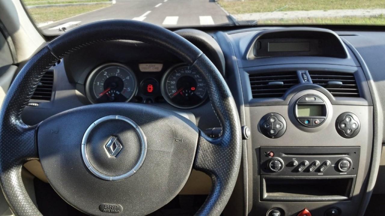 Dezmembrez Renault Megane Sedan Facelift 1 5 Dci 101 Cai Euro 3