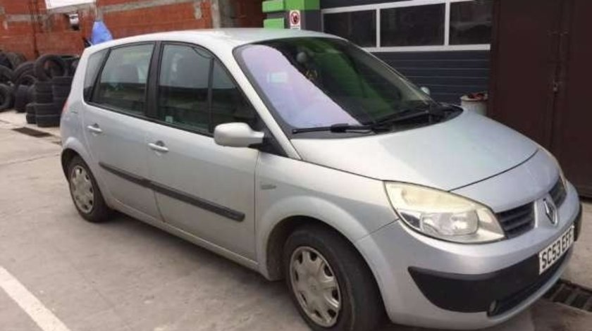 Dezmembrez Renault Scenic 2004 HATCHBACK 1.4I