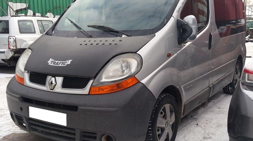 Dezmembrez Renault Trafic II an fabr. 2003, 2.5 DCi, 8+1 locuri