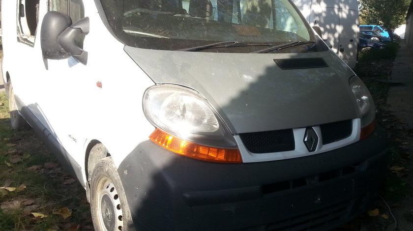 Dezmembrez Renault Trafic II an fabr. 2005, 1.9Dci, 2+1 locuri