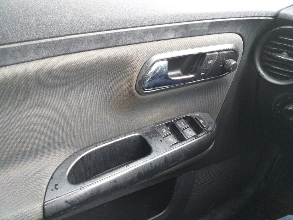 Dezmembrez Seat Cordoba 2004 6L berlina 1.4i 16v 75cp