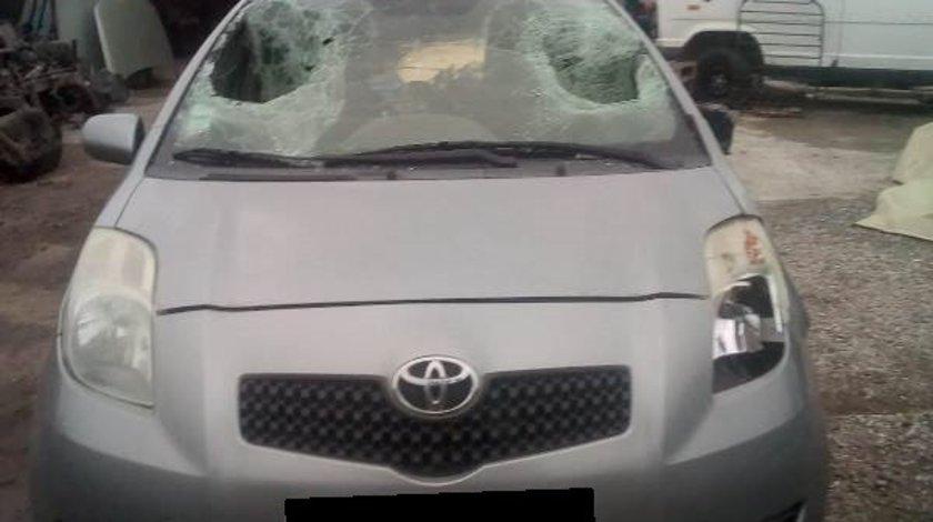 Dezmembrez Toyota Yaris xp920 1.3vvt-i (1298cc-55kw-75hp) 2006
