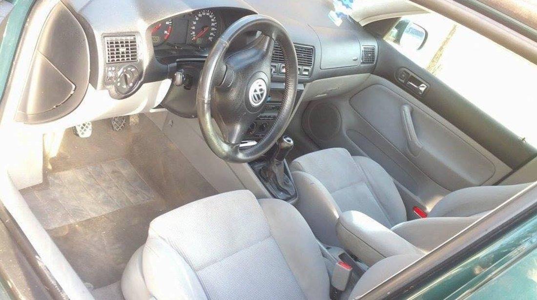 Dezmembrez Volkswagen Golf 4