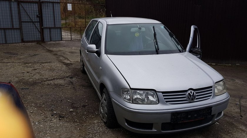Dezmembrez Volkswagen Polo 1.4 tdi an 2001