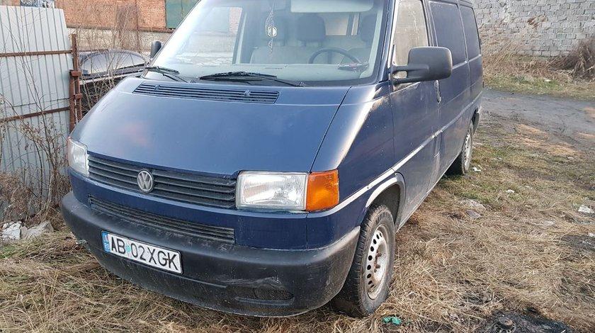 Dezmembrez Volkswagen Transporter T4 an 1995 motor 2.4