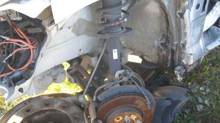 Dezmembrez Volswagen Golf V 1.9 TDI