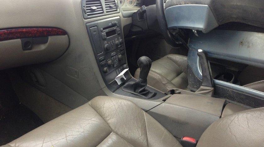 Dezmembrez Volvo S60 2 4d 2004