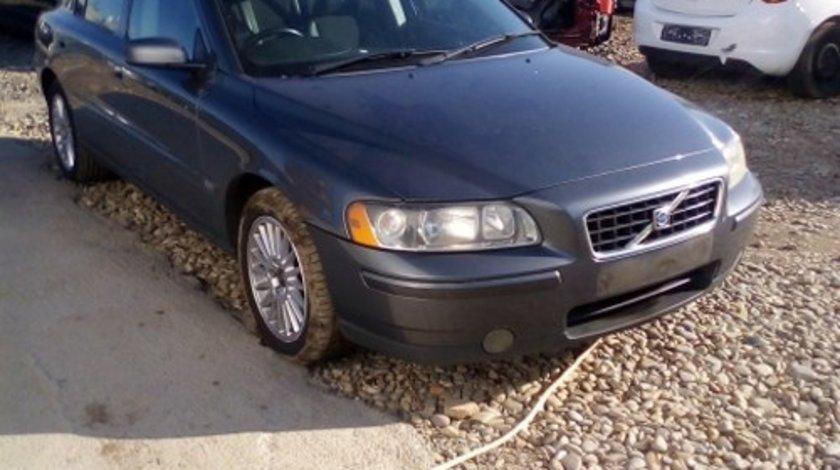 Dezmembrez Volvo S60 ,an 2005