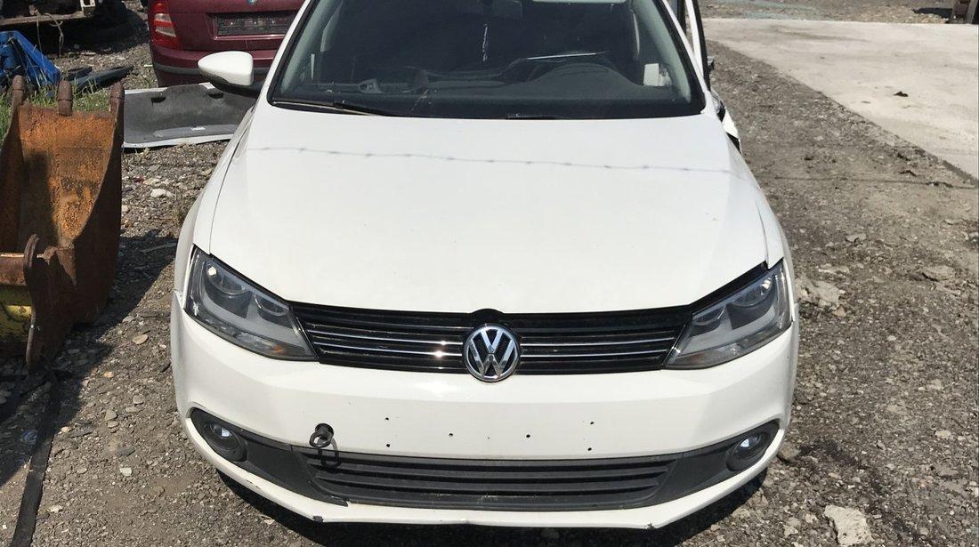 Dezmembrez VW Jetta 1,6 tdi 2012