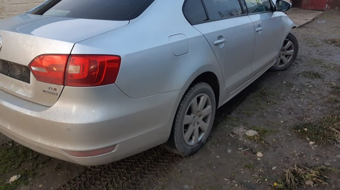 Dezmembrez VW Jetta 4 1.6 tdi cay 105 cai cutie cu start stop