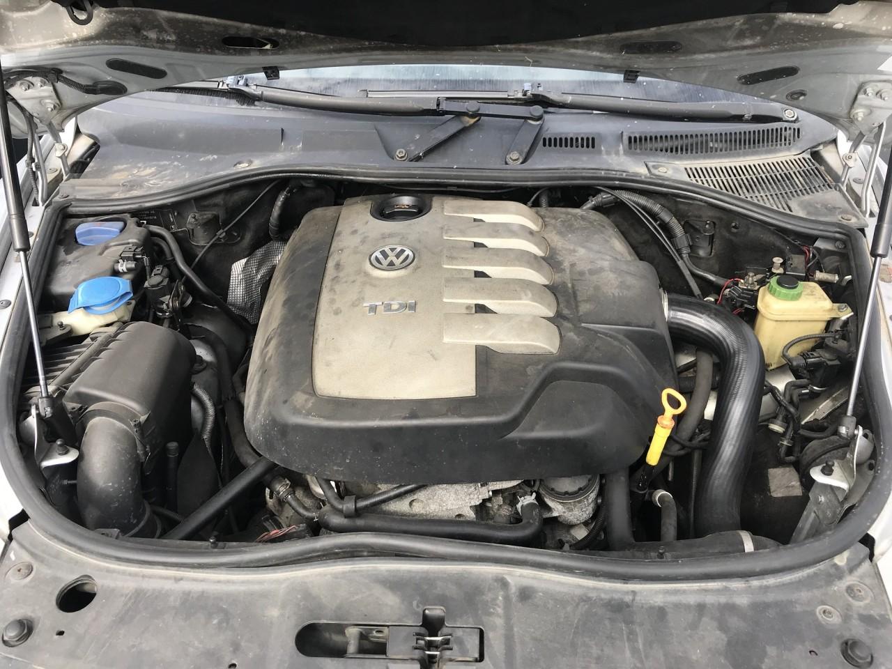 Dezmembrez VW Touareg 2,5 tdi cod motor BAC