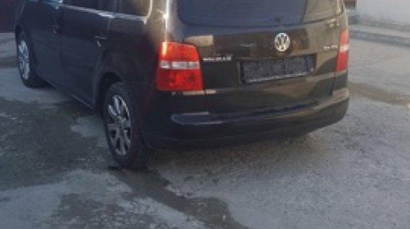 Dezmembrez VW Touran an 2005 motor 2.0 tdi 7 locuri