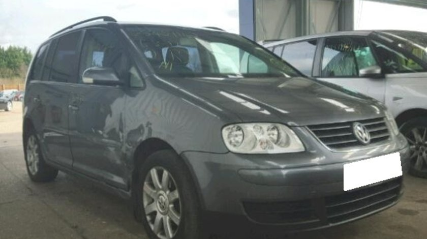 Dezmembrez VW Touran an fabr. 2004, 1.9TDI PD, 7 locuri