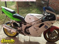Dezmembrez Yamaha FZR 750