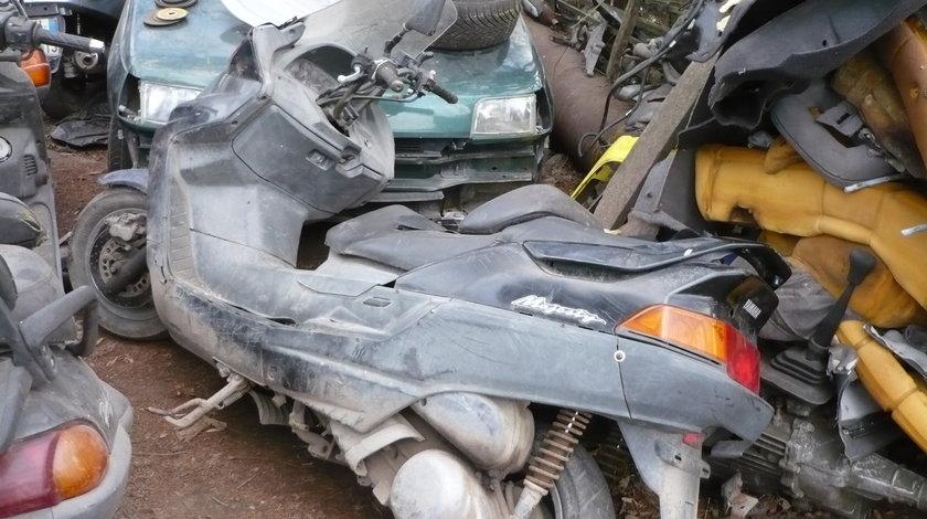 Dezmembrez Yamaha Majesty DX 250 cm 4 T