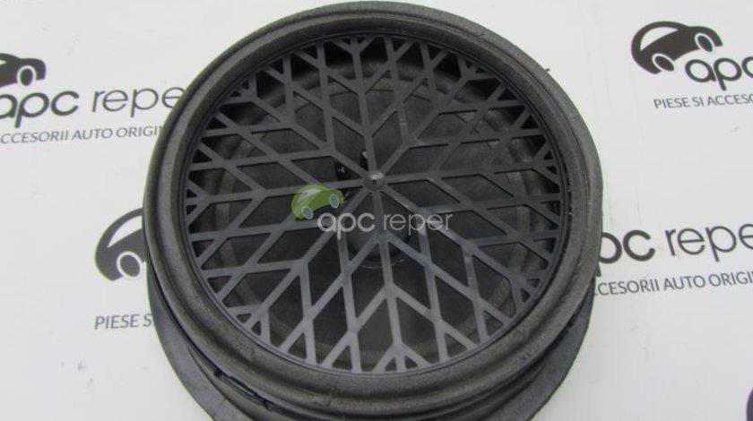 Difuzor usa spate Audi A4 8K cod 8K0035411