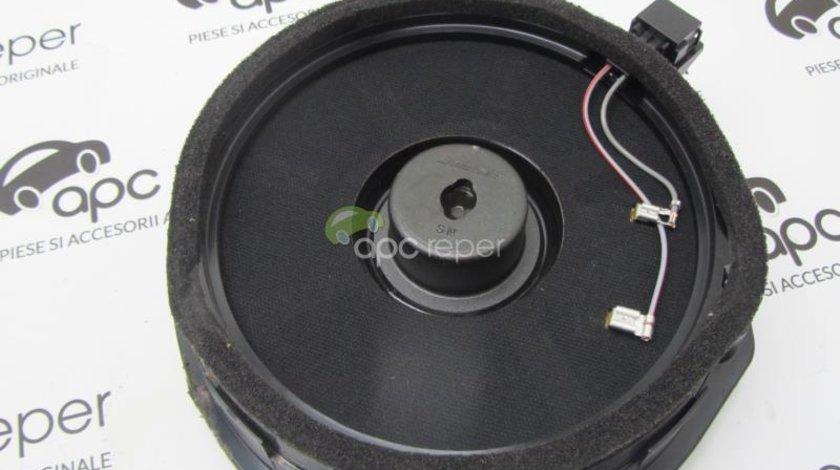 Difuzor usa spate Audi A8 4E Bose cod 4E0035411A