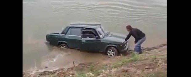 Din drift, in lac, cu o Lada... retro!