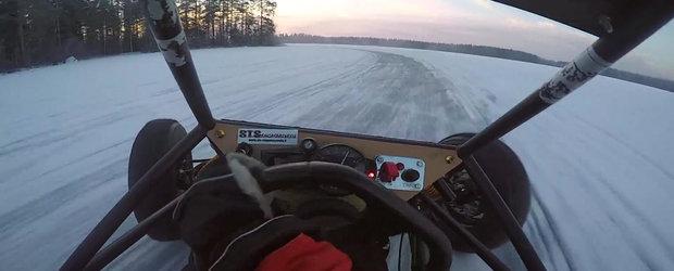 Distractie pe un lac inghetat cu o motocicleta si un Crosskart