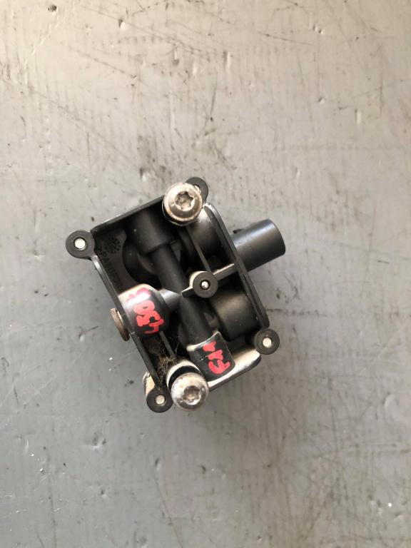 Distribuitor aer suspensie bmw seria 5 f11 4722555610