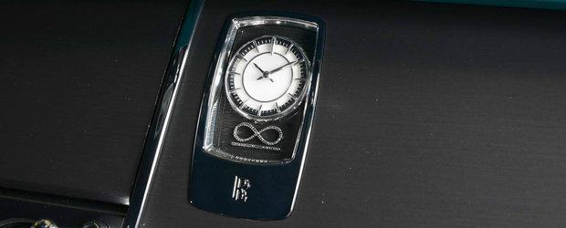 Doar 40 de norocosi pot avea acest Rolls-Royce cu 88 de diamante negre. El tocmai l-a primit pe al sau