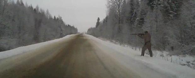 Doar o alta zi din Rusia, cu trafic de iarna si un vanator suparat