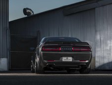 Dodge Challenger Hellcat din carbon