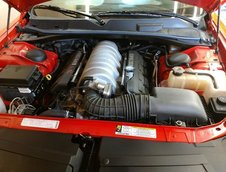 Dodge Challenger SRT8 cu 9 mile in bord