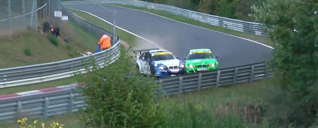 Doi berbeci cu BMW se intalnesc pe Nurburgring. Rezultatul? Doua masini distruse in totalitate