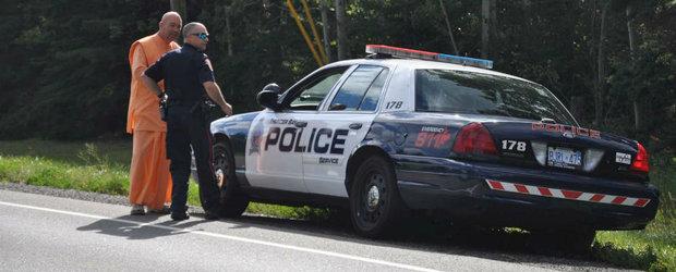 Doi pustani se dau politisti si il opresc pe un sofer aflat la prostituate