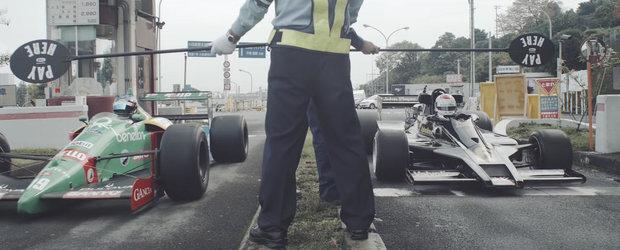 Doua monoposturi F1 de colectie ies pe drumuri publice