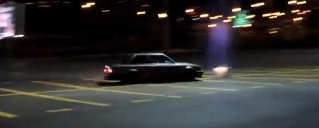 Drifter vs. stalp: un BMW E30 trage ponoasele in urma soferului sau prost