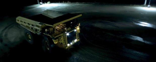 Drifturi cu un camion-mutant de 200 de tone